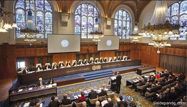 Momento en el que el agente de Chile ante la Corte de La Haya, Felipe Bulnes, expone el alegato de la parte demandada. | Foto EFE
