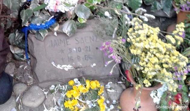 La cripta de Jaime Saenz en el Cementerio General de La Paz, visitada en la Fiesta de Todos Santos 2014. | Foto Silvia Antelo Aguilar | Sol de Pando