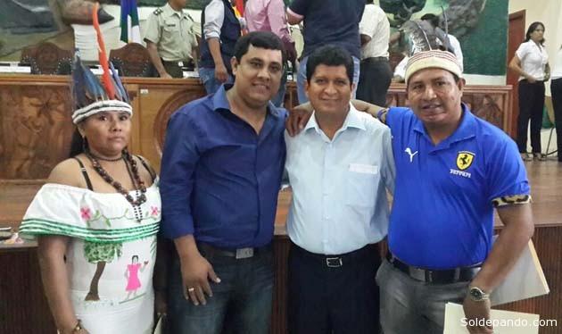 El Gobernador reelecto Luis Adolfo Flores Roberts junto a los legisladores indígenas del Departamento elegidos por sus comunidades. | Foto GADP
