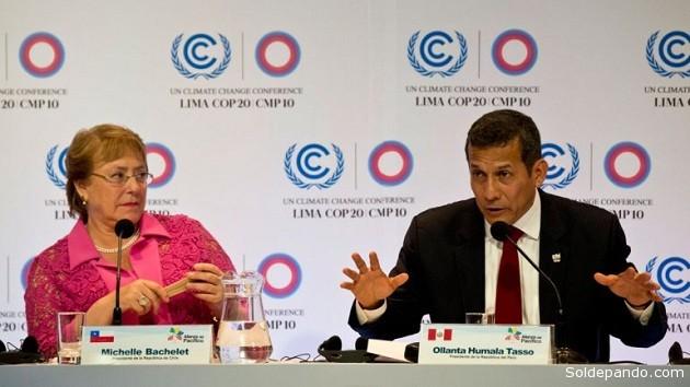 La presidenta de Chile, Michel Bachelet, y el presidente del Perú, Ollanta Humala, durante la reunión COP 20, realizada el año pasado en Lima, Perú.   Foto: AFP