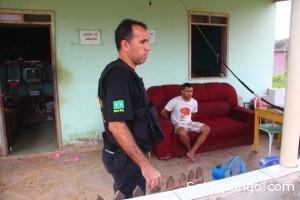 Delegado da PF, conduziu o acusado à sede para ser ouvido.  | Foto: Alexandre Lima