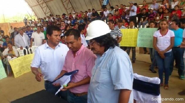 Acto de firma de convenio para la construcción de cien viviendas sociales. | Foto: GADP