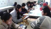 Estudiantes la UAGRM en pleno trabajo de recopilación de datos en la cárcel de Palmasola.