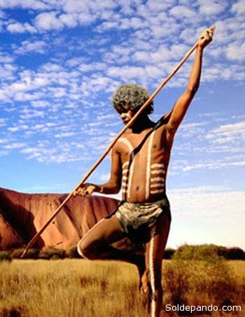 Un nativo australiano, cazador, recolector y en auslamiernto voluntario como los de la Amazonia. | Foto Archivo