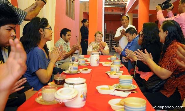 La Vicegobernadora y miembros de la Asamblea legislativa Departamental en el desayuno con los deportistas huéspedes. | Foto GADP