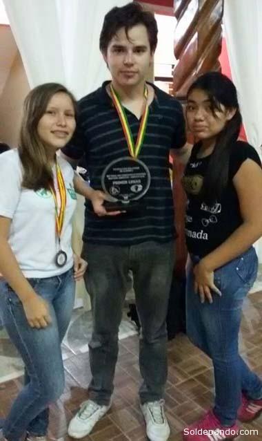 El nuevo campeón boliviano, José Daniel Gemy, junto a Paola Andrea  Terrazas Sánhez, campeona de Pando en la categoría Sub 14.