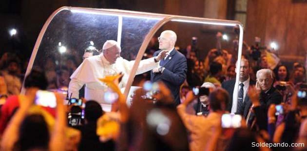 El papa Francisco en Asunción, la noche del sábado. | Foto EFE
