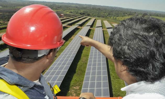 La planta tiene 17.300 paneles solares policristalinos instalados sobre una superficie de 11 hectáreas, que producirán corriente continua para beneficiar a más de 54.000 habitantes del Departamento.    Foto ABI