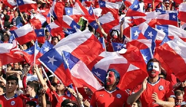 La Copa América se quedó en Chile, tras un partido con sabor a poco. Los hinchas festejan.