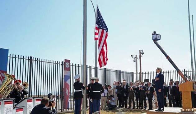 El acto de reapertura de la Embajada de Estados Unidos en el Malecón de La Habana, hoy 14 de agosto, a cargo del secretario de Estado John Kerry.  Foto AP