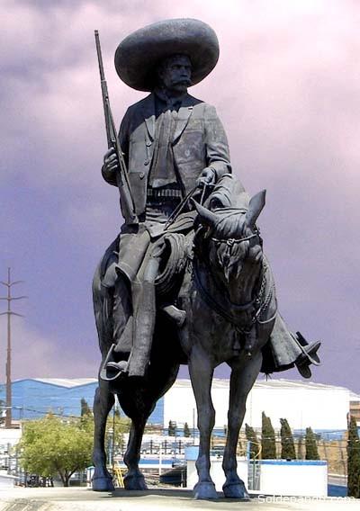 Una estatua ecuestre en el municipio de Lerna, Estado de México, sobre la vía entre el DF y Toluca. | Foto Archivo