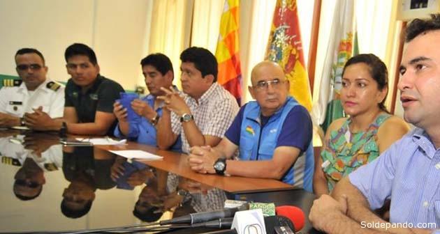 Ejecutivos y representantes de las instituciones que participaron en la iniciativa del Gobernador de Pando para proteger el río Madre de Dios de la depredación aurífera.   Foto GADP