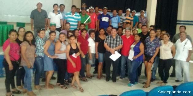Los técnicos y operadores de los 15 municipios que participaron en el Taller de Capacitación, junto al director de Sedagua-Pando Julio César Machuca. | Foto Wilsson Asturizaga