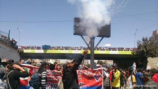 La movilización de los universitarios alteños se desarrolló en horas de la mañana de este martes, por segundo día consecutivo.   Foto Ricardo Salgado   ANF