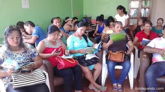 Jóvenes pandinos se aprestan a la lectura comunitaria. | Foto Prensa GADP