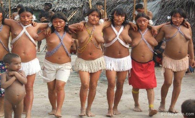 """El sometimiento a los pueblos indígenas de la Amazonia implicó el control de los cuerpos, privarlos de su libre desnudez bajo la acusación doctrinaria de """"barbarismo"""" y """"herejía""""."""