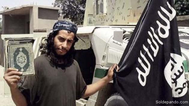 Abdelhamid Abaaoud, un ciudadano belga de 28 años que apareció en varios mensajes propagandísticos del Estado Islámico (EI) este año, es considerado por las autoridades europeas el supuesto ideólogo de los atentados terroristas del viernes en París, en los que murieron 129 personas.   Foto EFE