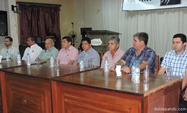Alcaldes de los municipios ganaderos y representantes del sector durante el acto del 10 diciembre.   Foto Prensa GADP