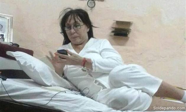 La diva del show business argentino reposando en su celda de la cárcel del Beun Pastor, Paraguay.   Foro Clarín