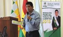 El gobernador Luis Flores expone el Informe Parcial de Rendición de Cuentas por la gestión 2015 en el Auditorio del Tribunal Departamental de Justicia.   Foto Prensa GADP