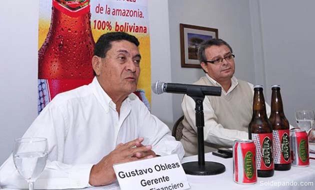 Los gerentes de la Cervecería Amazónica, Gustavo Obleas y Jhon Restovich, informando en La Paz sobre la resolución estatal de multar a la CBN. | Foto Los Tiempos APG