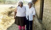 Eligio Carrasco, de 111 años recién cumplidos, junto a su actual esposa Imelda Vilchez de  75 años. | Foto La República.pe
