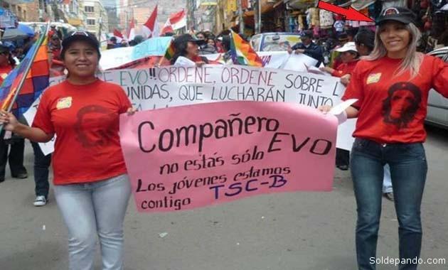 Gabriela Zapata en la campaña electoral del 2010, entonces aún una modesta militante de base.   Foto Archivo