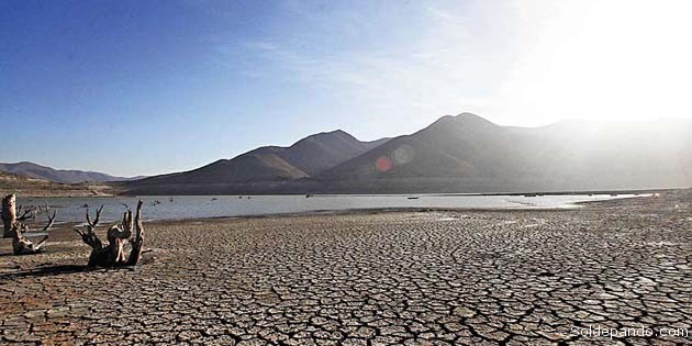 El embalse La Paloma en la Cuarta Región Coquimbo, llegó a un nivel histórico de déficit sin precedentes como una continuidad del Desierto de Atacama más alá de su frontera natural.   Foto La Tercera