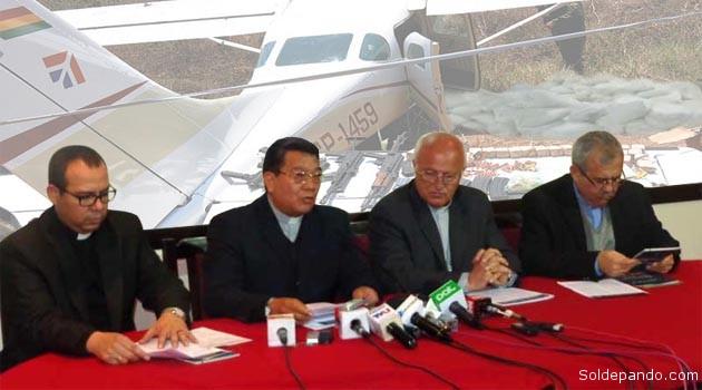 """Los obispos que conforman la Conferencia Episcopal de Bolivia presentaron hoy la Carta Pastoral """"Hoy pongo ante ti la vida o la muerte"""", donde se demuestra que el narcotráfico comienza a gobernar en el país.   Fotomontaje Sol de Pando"""