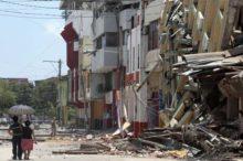 Edificios derribados en Portoviejo,  uno de los municipios costeros del Ecuador más devastados. | Foto AFP