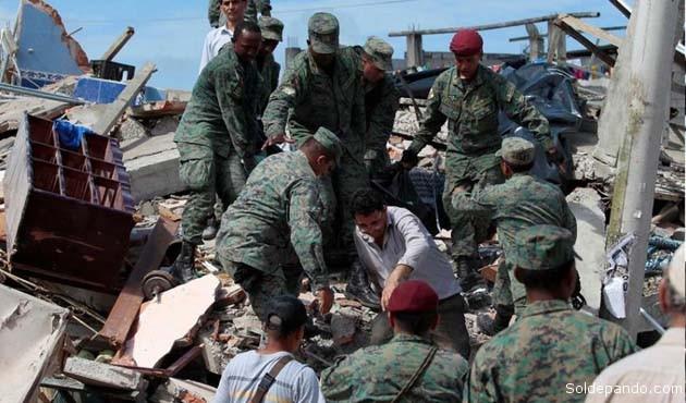 Dramáticas escenas del rescate de víctimas atrapadas entre los escombros. | Foto EFE