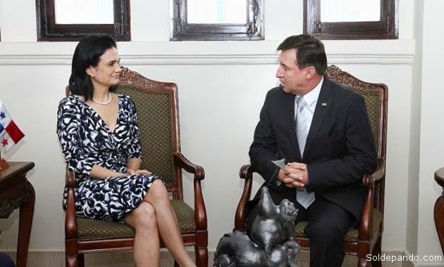 La Vicepresidenta y Ministra de Relaciones Exteriores de Panamá, Isabel de Saint Malo de Alvarado, durante una reunión oficial con el embajador Rafael Bandeira Arze el 4 de septiembre del 2014. | Foto Cortesía Cancillería de Panamá