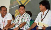 Durante la firma del contrato para la construcción de la gran doble vía troncal, el Presidente y el Gobernador ratificaron su compromiso de marchar juntos por Pando hasta su vertebración plena con el resto del país. | Foto ABI