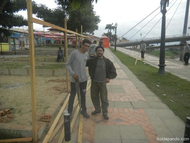 Un día de Friaje a las siete de la manhana en Rio Branco, junto a obreros de la construcción. | Foto Sol de Pando