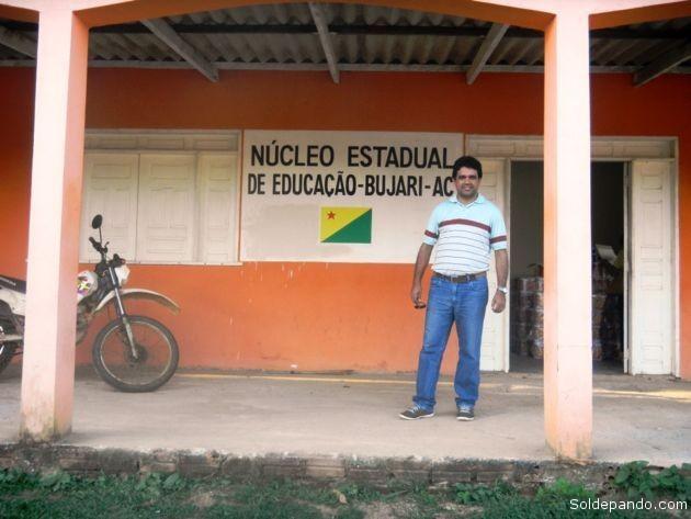 El joven y dinámico promotor de la Sejudh tras coordinar su actividad con la representación estadual de Educación en el municipio de Bujarí. | Foto Sol de Pando