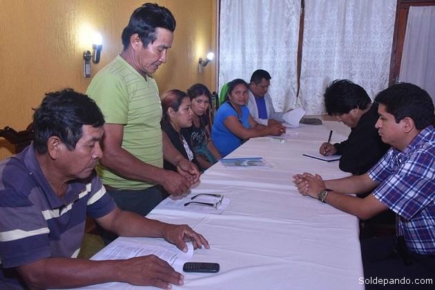 """El Presidente Evo Morales en reunión con la Organización de Mujeres """"Bartolina Sisa"""", comprometió apoyo para las necesidades y emprendimientos de este sector. Aliana Guzmán Secretaria Ejecutiva de esta organización, manifestó que han planteado su demanda en torno a la construcción de una sede social para su federación y el apoyo a las mujeres campesinas con proyectos productivos."""