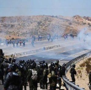 Los enfrentamientos el jueves en la localidad de Panduro, donde halló trágica muerte el viceministro Rodolfo Illanes, en respuesta al fallecimiento de tres mineros horas antes del linchamiento.   Foto La Razón
