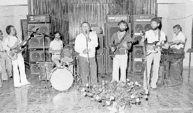 """O novo movimento musical de Rio Branco passou então a ser dominado pelos """"Os Bárbaros"""" e """"Os Mugs"""" que dando vazão às necessidades musicais dos filhos da classe média urbana que os comparavam aos """"Beatles"""" e aos """"Roling Stones"""" e frequentavam os bailes do Juventus e do Rio Branco, bem como os jogos de futebol entre os mesmos dois clubes. Depois disso a Banda da Guarda nunca mais recuperaria a mesma pujança social que tivera outrora, embora continuasse a existir e a atuar em Rio Branco e no interior.   Texto escrito por Marcos Vinicius Neves a partir das pesquisas de Jorge Nazaré, Danilo de S'Acre e Silvio Margarido para o Projeto Registro Musical."""