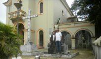 El 17 de mayo junto al padre Francisco das Chagas Monteiro, en la Parroquia de São Sebastião de Xapurí, minutos antes de partir a Rio Branco. | Foto Sol de Pando