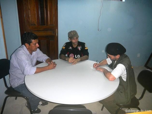 Conversando con el munícipe Heriberto Mota y el director municipal de Cultura Haroldo Zaine.   Foto Sol de Pando