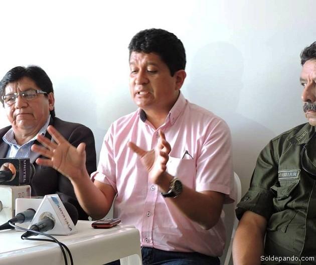 El gobernador Floires Roberts junto al nuevo viceministro de Régimen Interior Pedro Villa, que prestó servicios en pando como Director de Seguridad Ciudadana.   Foto Prensa GADP