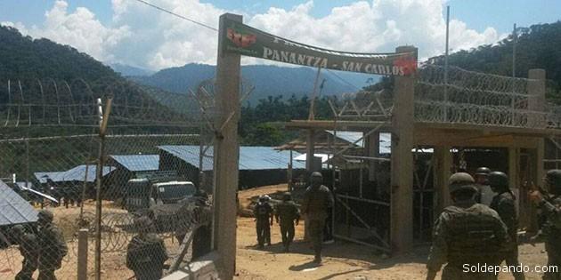 Las instalaciones de la empresa minera china con fuerte respaldo policial y militar. | Foto ElTiempo.com.ec
