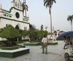 Imagen-actual.-En-el-año-2002-la-municipalidad-eliminó-las-calles-principales-de-la-Plaza-Germán-Busch-y-las-convirtió-en-paseos-peatonales-llenos-de-floridos-jardines.-Foto-Silvia-Antelo-Aguilar